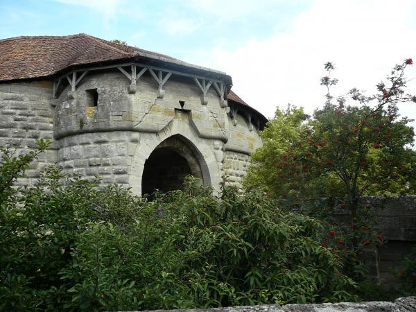Eingang durch die Stadtmauer der Stadt Rothenburg